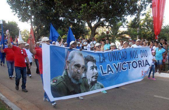Trabajadores artemiseños en el desfile por el Primero de Mayo, Día Internacional de los Trabajadores, en Artemisa, Cuba, el 1 de mayo de 2017. ACN FOTO/Odalis ACOSTA GÓNGORA/sdl