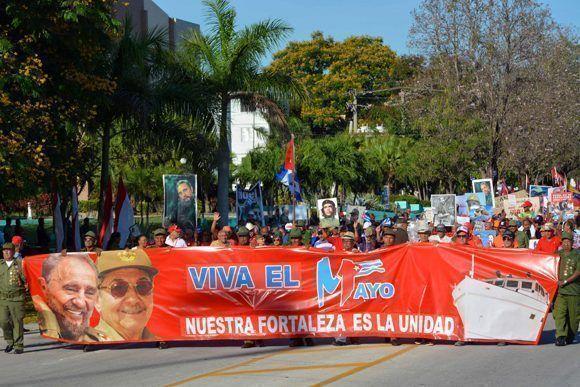 Desfile en celebración por el Día Internacional de los Trabajadores con la consigna Nuestra Fortaleza es la Unidad, en la ciudad de Bayamo, provincia Granma, Cuba, el 1 de mayo de 2017. ACN FOTO/Armando Ernesto CONTRERAS TAMAYO/ogm