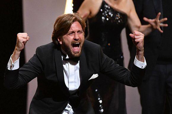 El director sueco Ruben Östlund, tras recoger la Palma de Oro del Festival de Cannes. Foto: AFP.