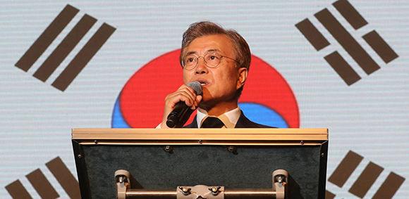 El nuevo presidente electo de Corea del Sur, Moon Jae-in, habla a sus votantes en Seúl. Foto: Reuters.