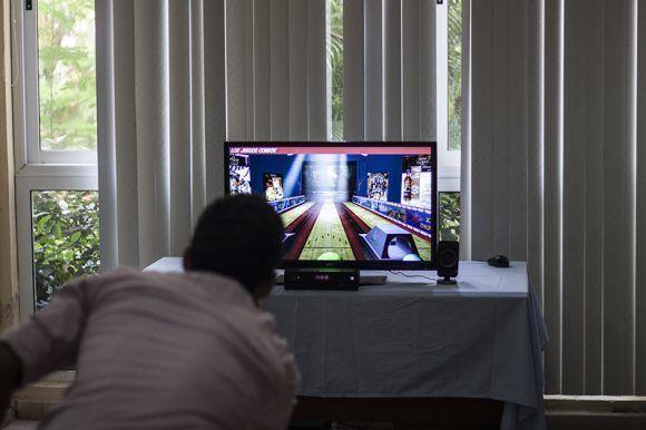 Emulador de videojuegos de bolos. Foto: L Eduardo Domínguez/ Cubadebate.