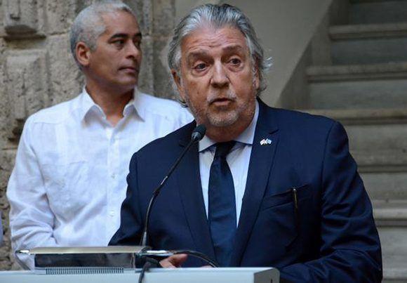 Inauguran centro de relaciones culturales cuba europa en for Oficina padron barcelona