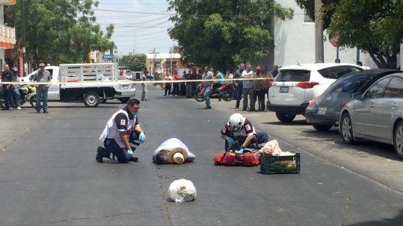 Javier Valdez es asesinado en Culiacán. Foto tomada de El Debate.
