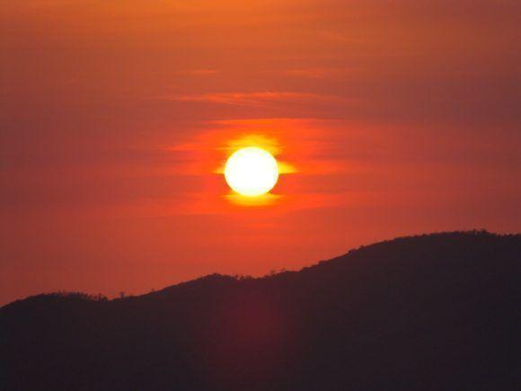 La puesta de sol desde el mirador de Topes de Collantes. Foto: Daymí García / Cubadebate