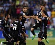 Los jugadores del Real Madrid celebran el título de liga al termino de su partido contra el Málaga en La Rosaleda. Foto: AP.