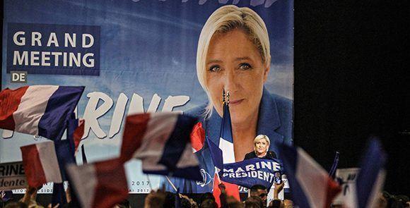 Le Pen representa al Frente Nacional, su campaña y su estilo de hacer política han sido comparados con los de Donald Trump. Foto: EFE.