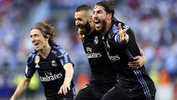 Modric, Ramos y Benzema celebran el segundo gol que sentenció el partido ante el Málaga. Foto: EFE.