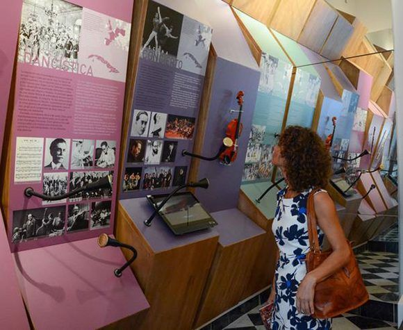 Participantes en la inauguración de la salas permanentes del centro para la interpretación de las relaciones culturales Cuba-Europa, en el Palacio del Segundo cabo. Foto: ACN/ Abel Padrón.