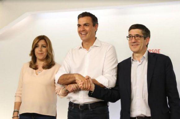 El gesto conciliatorio del ganador con los otros dos candidatos. Foto: Carlos Pina / HuffPost