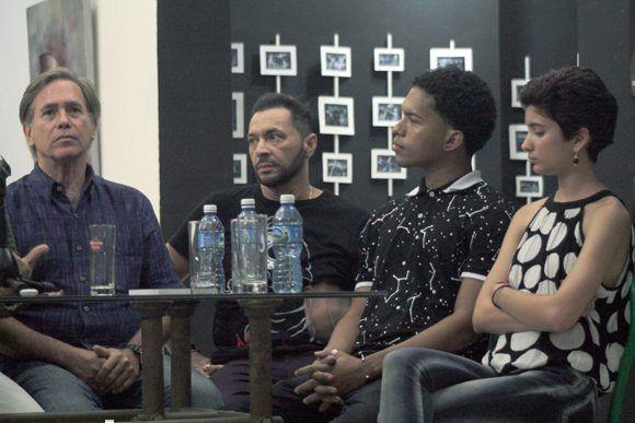 Los consagrados actores Patricio Wood y Jorge Martínez; y los jóvenes Cristian Jesús y Gabriela Ramos, protagonizan la cinta. Foto: Daylén Vega / Cubadebate.