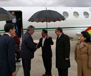 Díaz-Canel, a su llegada a Bolivia, ayer. Foto: Twitter/ @MRE_Bolivia