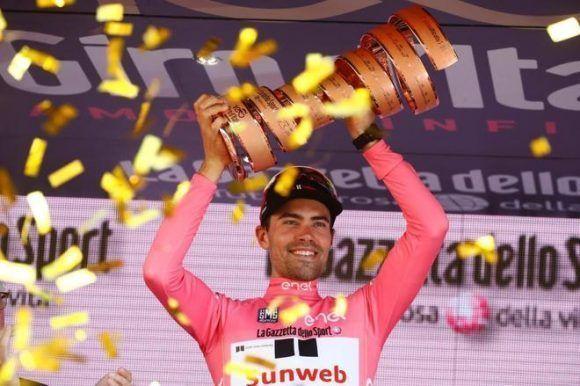 El ciclista es el primer holandés en levantar el trofeo. Foto: AFP.