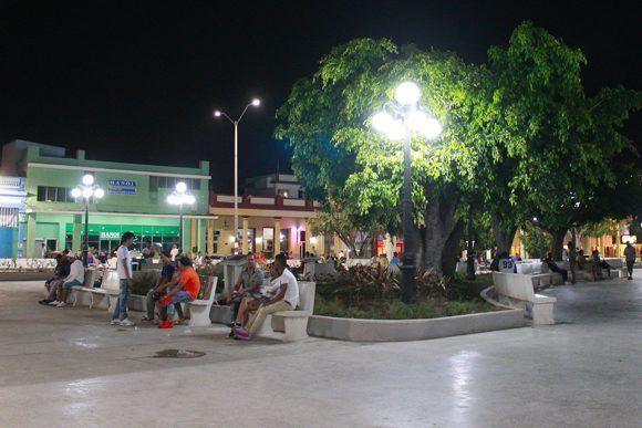 El Parque Calixto García, centro mismo de la ciudad de Holguín. Foto: Daylén Vega / Cubadebate