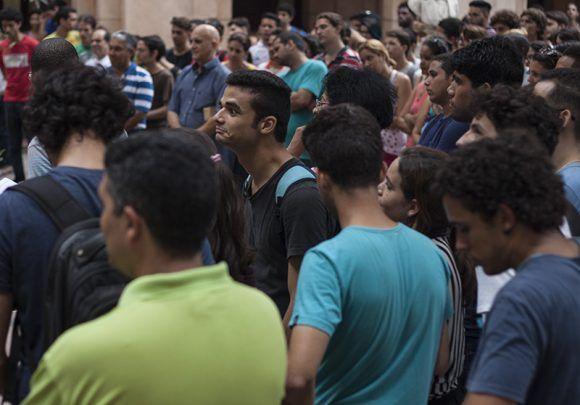 La Facultad de Matenática recibió con gran entusiasmo a los ganadores. Foto: L Eduardo Domínguez/ Cubadebate.