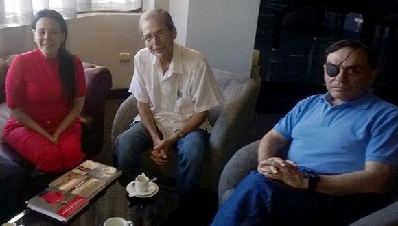 walter-martinez-y-alida-sanoja-con-el-destacado-historiador-cubano-rolando-rodriguez-fotos-cortesia-del-autor