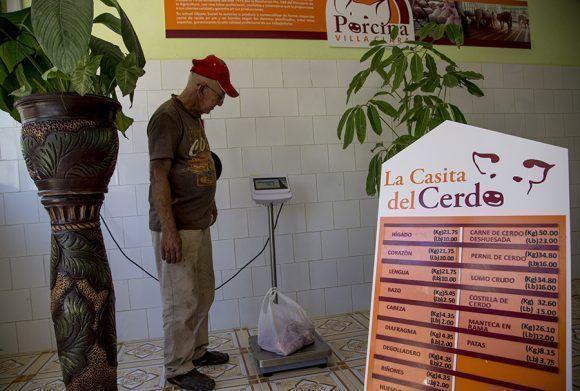 Pesa de comprobación en La Casita del Cerdo. Santa Clara. Foto: Ismael Francisco/Cubadebate.