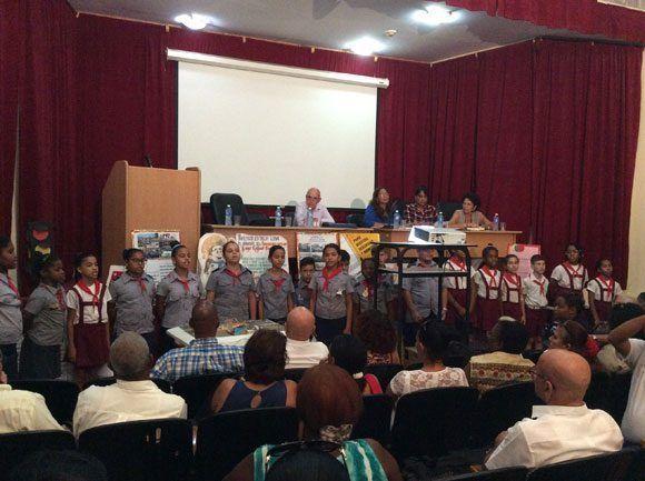 Pioneros integrantes del Círculo de Interés dedicado a la seguridad vial, de la escuela Hugo Rafael Chávez Frías. Foto: María del Carmen Ramón/ Cubadebate.