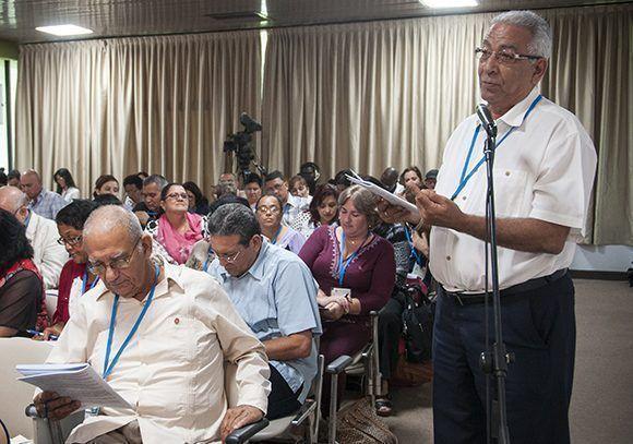 Intervención del Doctor Eduardo Torres Cuevas sobre la educación. Foto: Irene Pérez/ Cubadebate.