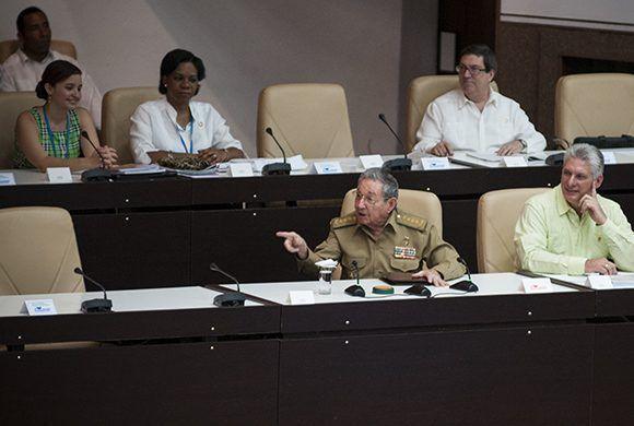 Raúl asiste a la sesión extraordinaria de la ANPP. Foto. Irene Pérez/ Cubadebat