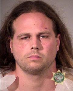 La policía publicó esta foto de Jeremy Joseph Christian, tras su arresto. Foto: Reuters/ Policía de Portland.
