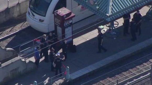 El ataque ocurrió dentro de uno de los trenes del sistema ferroviario de Oregón. Foto: CBS/EVN.