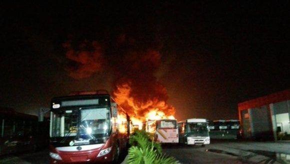 autobuses-incendiados-por-la-oposicion-venezolana
