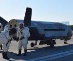 La nave militar X-37B había partido en mayo de 2015; ayer aterrizó en Florida