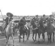 Desfile de la cuarteta mexicana que impusiera su calidad en la Copa de las Naciones. El equipo estuvo integrado por Mariles, D. Harcourt, de la Garza y Viñals, el campeón individual. Foto: Cortesía del Centro de Estudios Che Guevara.