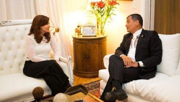 La exmandataria argentina, Cristina Fernández, y el presidente de Ecuador, Rafael Correa. Foto: @CFKArgentina.