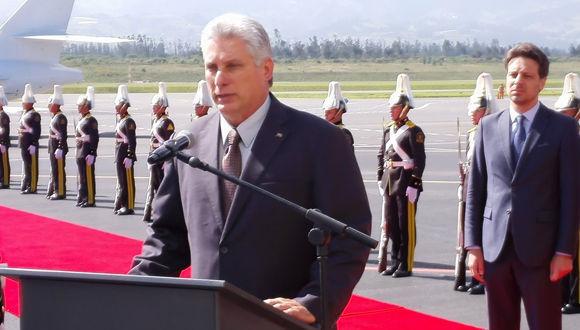 Díaz- Canel a su llegada a Ecuador expresó su apoyo al Presidente Lenin Moreno y al Movimiento Alianza País. Foto: @AnaTeresitaGF