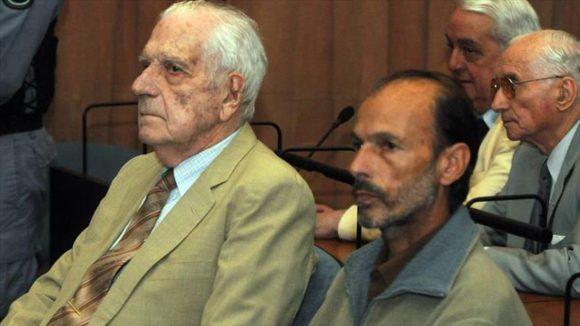 El dictador argentino Reynaldo Bignone y Luis Muiña en el juicio contra ambos en diciembre de 2011. Foto: Hispantv.