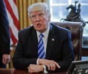 Donald Trump podría anunciar cambios en la política de EE.UU. hacia Cuba en este mes de junio. Foto: AP.