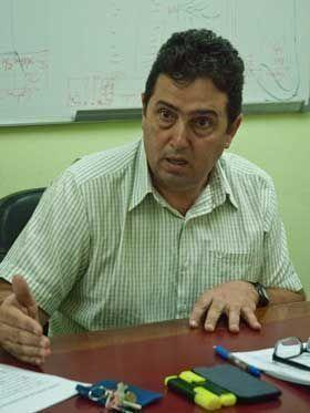 El doctor Emilio Delgado subrayó la necesidad de potenciar la calificación de los trabajadores que laboran en las farmacias.