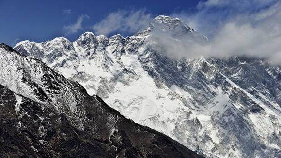 Aprueban nuevas condiciones para subir el Everest