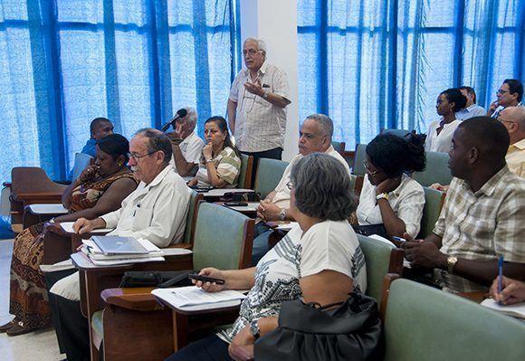 Intervención de Luis Montero Cabrera, Doctor en Ciencias y miembro titular en la Academia de Ciencias de Cuba, durante la Audiencia Parlamentaria desarrollada en el CIM. Foto: Irene Pérez/ Cubadebate.