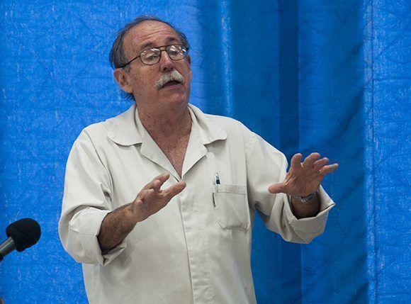 Agustín Lage es médico de profesión, especializado en Bioquímica. Dirige el Centro de Inmunología Molecular. Foto: Irene Pérez/ Cubadebate.