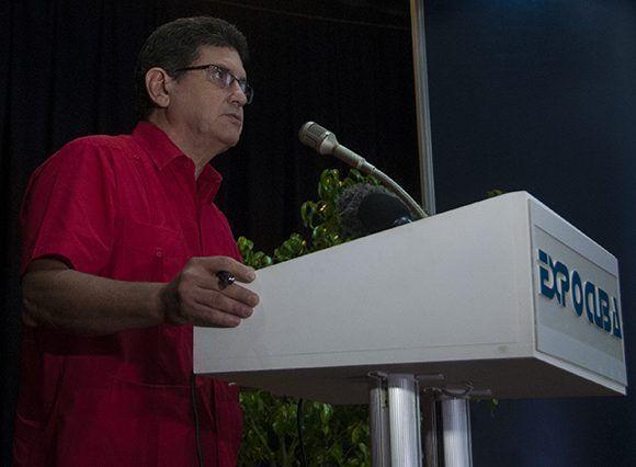 """Viceministro René Hernández durante la conferencia """"Metas de crecimiento y directivas para el plan 2018"""". Foto: Irene Pérez/ Cubadebate."""