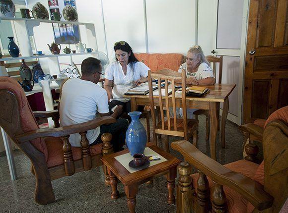 Stand de la cooperativa de creación artesanal Crea Entorno. Foto: Irene Pérez/ Cubadebate.