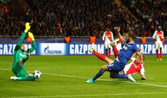 Gonzalo Higuaín anota el segundo tanto de la noche. Foto: Getty Images.