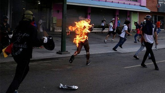 hombre-quemado-en-venezuela