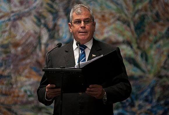 Homero Acosta, secretario de Estado de la República de Cuba, durante las palabras previas a la entrega de la Orden José Martí a Rafael Correa. Foto: Irene Pérez/ Cubadebate.