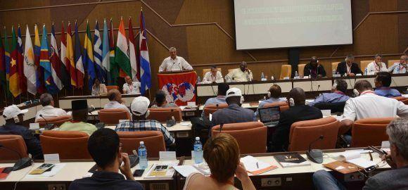 Miguel Díaz-Canel Bermúdez (en el podio), primer vicepresidente de los Consejos de Estado y de Ministros de Cuba, durante su intervención en la inauguración del Consejo Ejecutivo de la Confederación Sindical Mundial, en el Palacio de las Convenciones, en La Habana, el 3 de mayo de 2017. Foto: ACN/ Marcelino Vázquez.
