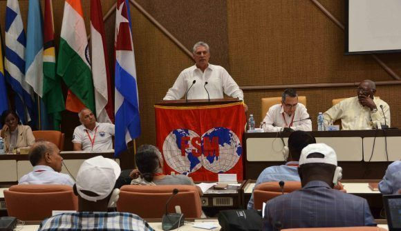 Miguel Díaz-Canel Bermúdez (C), primer vicepresidente de los Consejos de Estado y de Ministros de Cuba, durante su intervención en la inauguración del Consejo Ejecutivo de la Confederación Sindical Mundial, en el Palacio de las Convenciones, en La Habana, el 3 de mayo de 2017. Foto: ACN/ Marcelino Vázquez.