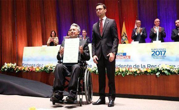 Lenín Moreno recine las credenciales como Presidente electo de Ecuador. Foto: @cnegobec