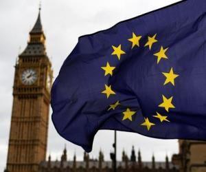 La bandera de la Unión Europea flamea en Londres con el Big Ben de telón de fondo. Una imagen que se desvanece. Foto: ANSA.