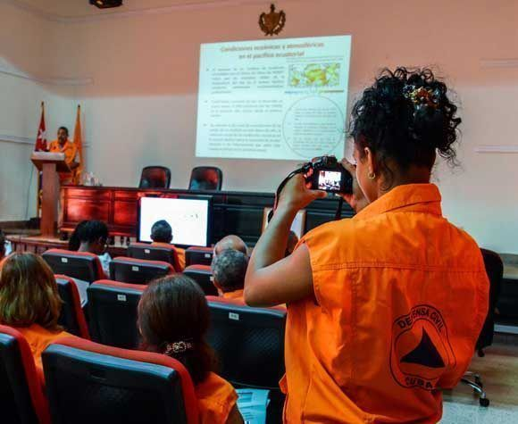 articipantes en la conferencia de prensa sobre los preparativos del ejercicio popular sobre las acciones en situaciones de desastre Meteoro 2017, realizada en el Estado Mayor de la Defensa Civil, en La Habana Foto: Abel Padrón Padilla/ACN.
