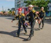 Rescate de personas dañadas, luego de la simulación de un sismo, durante el ejercicio Meteoro 2017, en Pinar del Río, Cuba, 21 de mayo de 2017. ACN FOTO/Rafael FERNÁNDEZ ROSELL/sdl