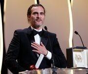 Joaquin Phoenix con el premio a Mejor Actor en Cannes. Foto: Reuters.