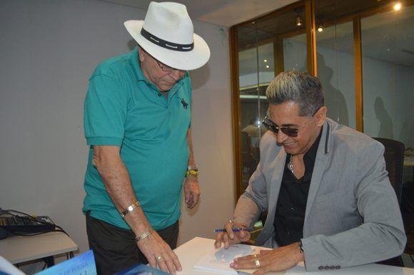 6.En la presentación de Voz y luz de poesía, asistieron directivos de ARTex, Ediciones Cubanas, Clave Cubana, familiares, amigos y conocidos de la autora. Foto: Marianela Dufflar/ Cubadebate.