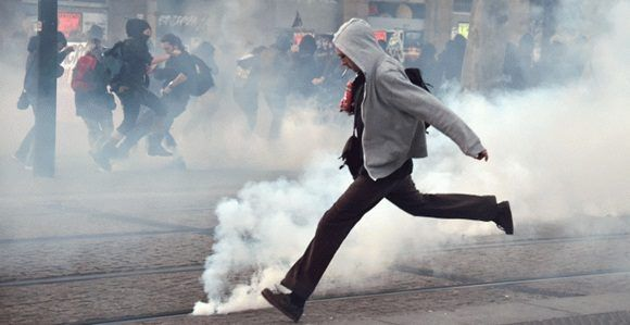 Dispersada con gases lacrimógenos una manifestación en Nantes contra Macron
